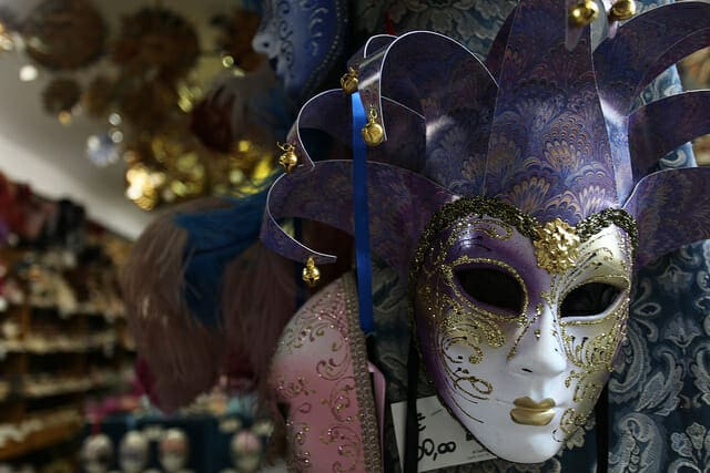 What to see in Venice a mask shop
