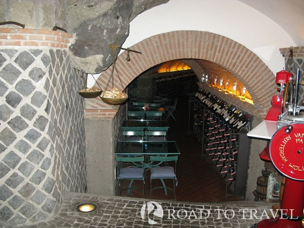 Vine bar in Castel Gangolfo One of the many typical wine bar in the Castelli Romani area. Ideal places to taste the local white wine Castelli D.O.C.